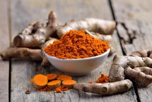 Las propiedades de la cúrcuma actuan como un anti-inflamatorio natural