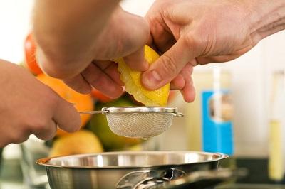 Cómo aumentar la alcalinidad del agua Limones