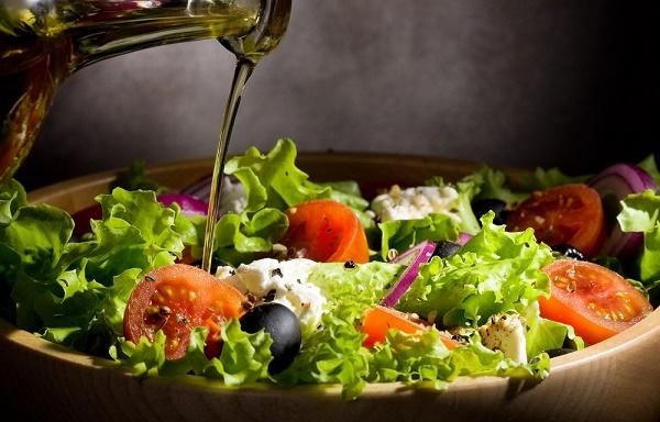 Dolor de articulaciones Aceite de oliva ensalada