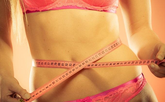 Mujer que logra acelerar el metabolismo para bajar de peso y verse más delgada