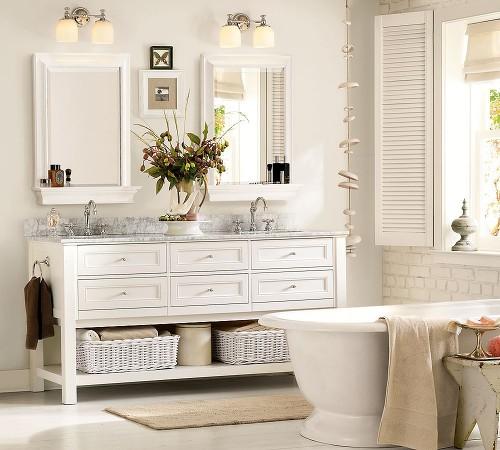 baño renovado con cestas de mimbre