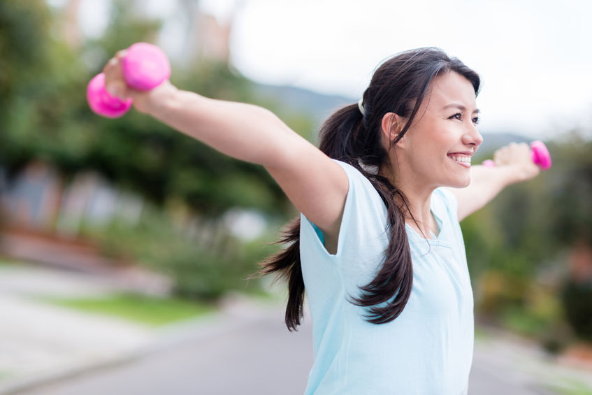 ejercicios con mancuernas para tonificar los brazos