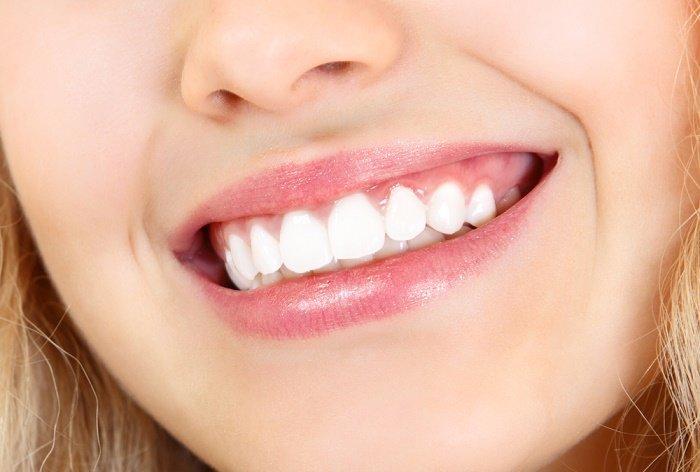 Sonrisa dientes blancos con bicarbonato de sodio