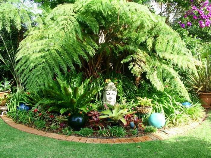 jardín tropical con helechos
