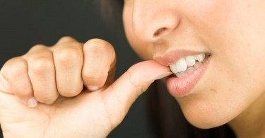 peligros morderse las uñas