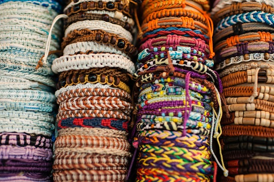pulseras artesanales de varios modelos