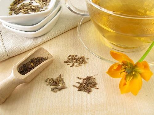 té hinojo para tratar los problemas de gases estomacales