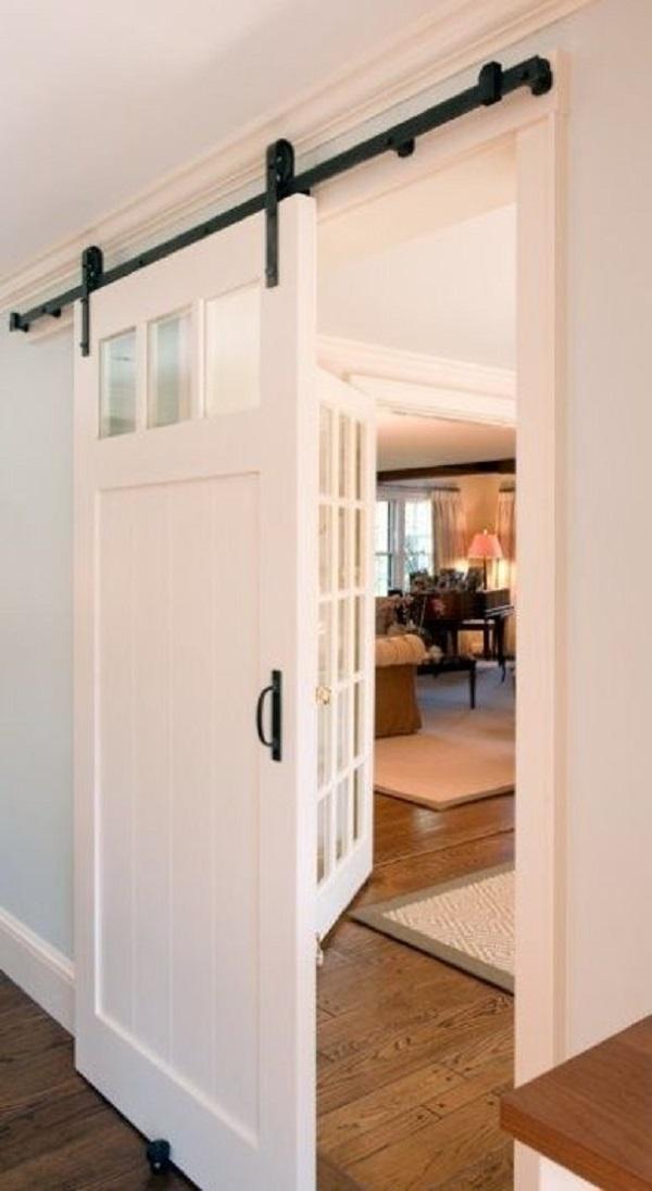 puerta rústica de madera en sala