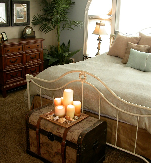 Nice-bedroom-decoration-with-candles-11