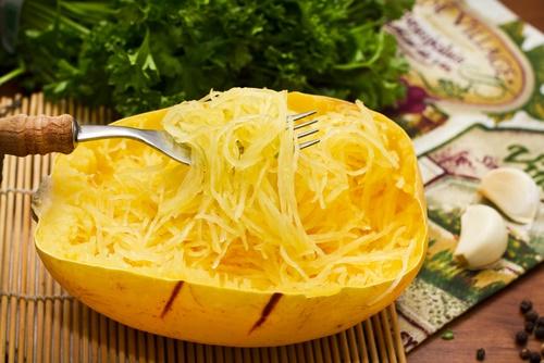 calabaza spaghetti afuera de la heladera