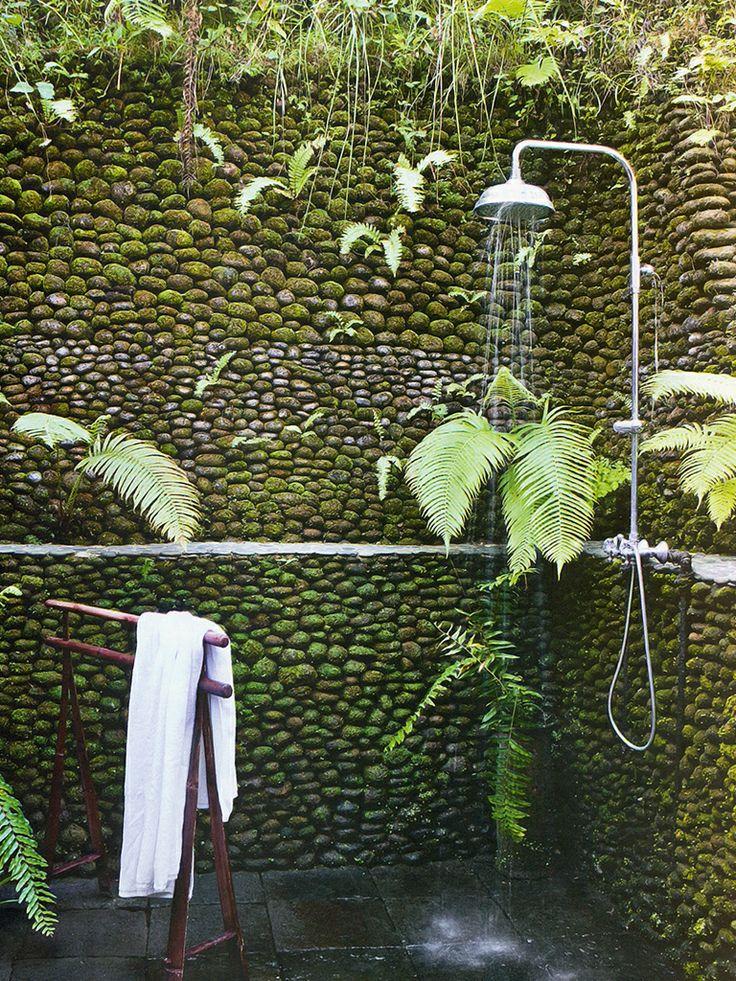 duchas naturales entre piedras