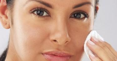 limpiar la cara con aceite
