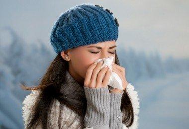 mujer con gripe infecciones virales
