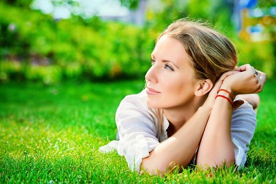 mujer sonreir trastornos de ansiedad