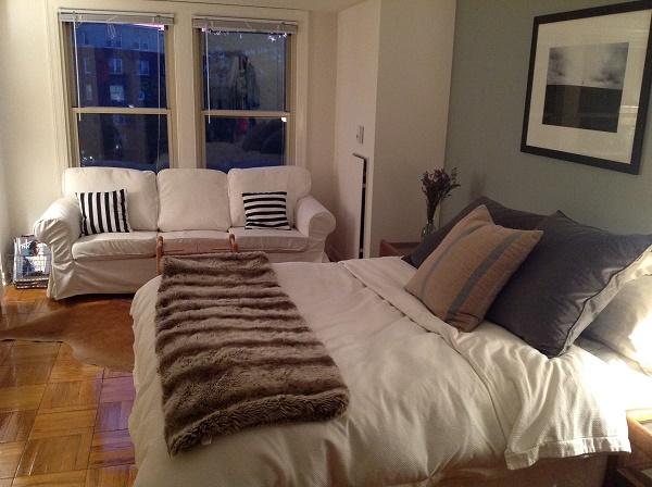 habitación antiestrés con sofá