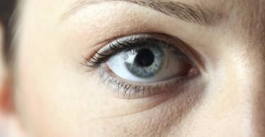 ¿Qué hacer cuando despiertas con los ojos hinchados
