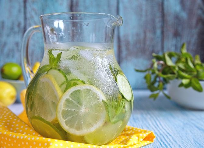 agua detox pepino limón