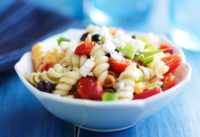 ensalada griega con pasta