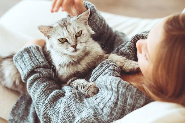 mujer y su mascota