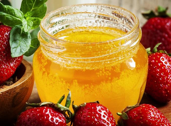 mascarilla antienvejecimiento con fresas con miel