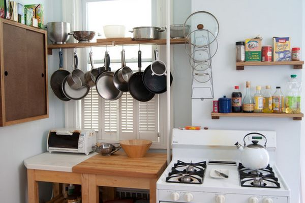40 soluciones pr cticas y tips para organizar tu cocina for Pot shelf decorating ideas