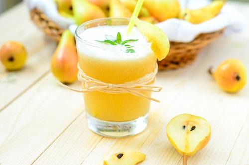 zumo de pera para aliviar la indigestión