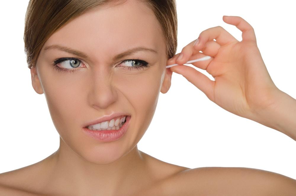 hisopos en el oído