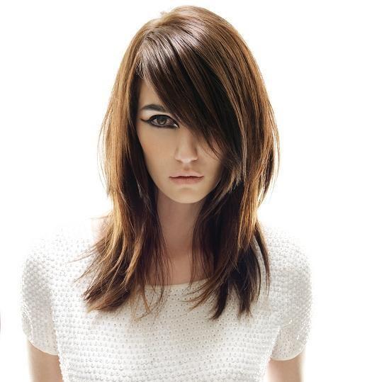 pelo en capas mediano