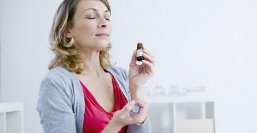 Mujer aceites esenciales