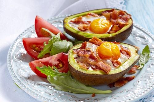 dieta baja en carbohidratos aguacate y huevo