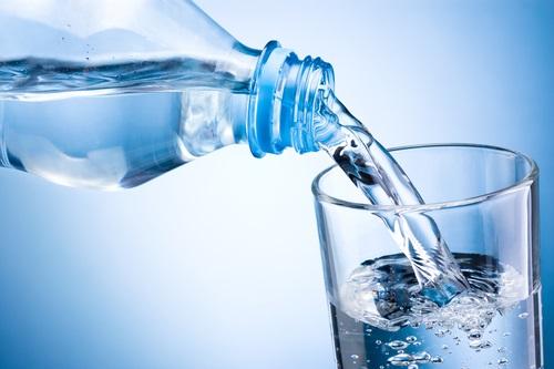 beber líquidos para evitar la deshidratación