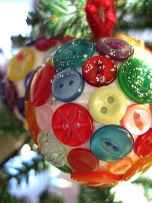 bolas de navida con botones