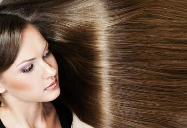 Las mascarillas húmedas para los cabellos colorados las revocaciones