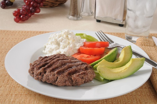 dieta baja en carbo carne y ensalada