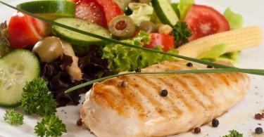pescado y ensalada
