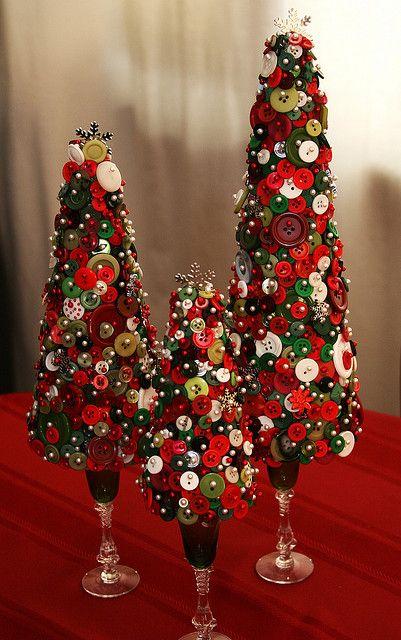 pino de navidad con botones