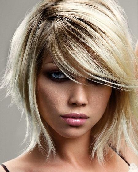pelo a capas mediano y con flequillo lateral