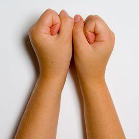 dolor de artritis en las manos mano en O