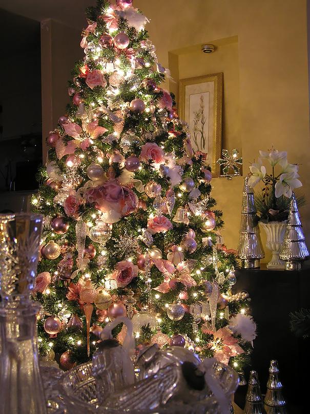 arbolito navideño con flores variadas