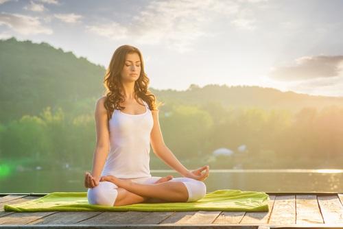 posturas de yoga para reducir la grasa corporal