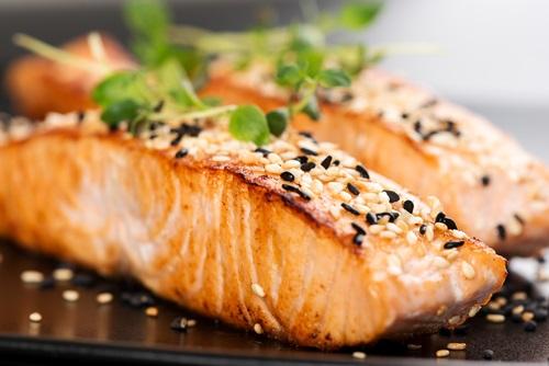 salmón alimento para moldear los abdominales