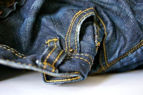 eliminar manchas de grasa en jeans y pantalones