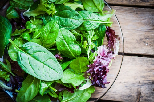 verduras de hoja verde en la dieta alcalina. ideales para desintoxicar y depurar nuestro organismo