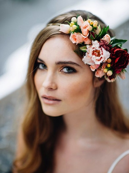 peinados para boda recogido de lado con flores