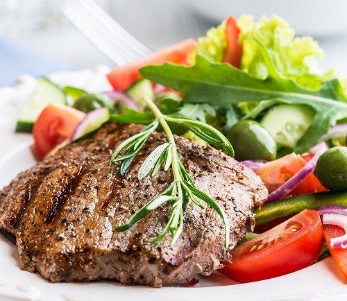 comer carne con verduras