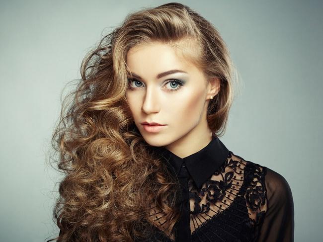 peinados para cabello largo y rizado