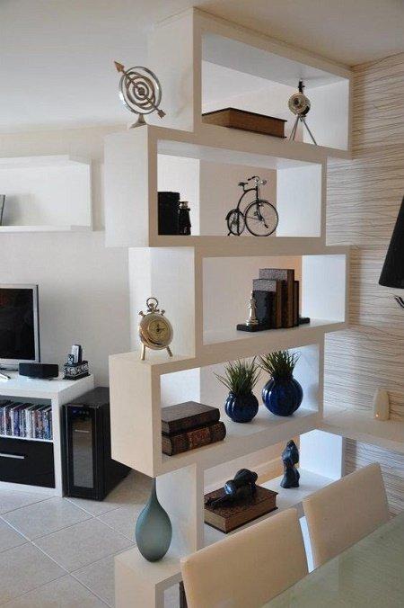 Baños Modernos Blaisten:Esta divisor de madera separa cocina de comedor Es un separador que