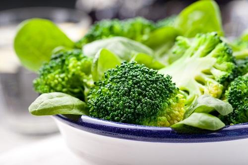 vegetales verdes brócoli para tratar el lupus