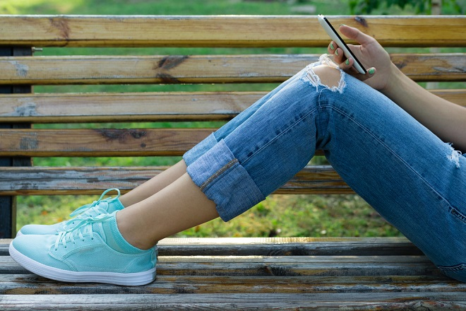 Resultado de imagen para con zapatillas deportivas