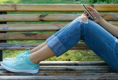 cómo vestir a la moda con zapatillas